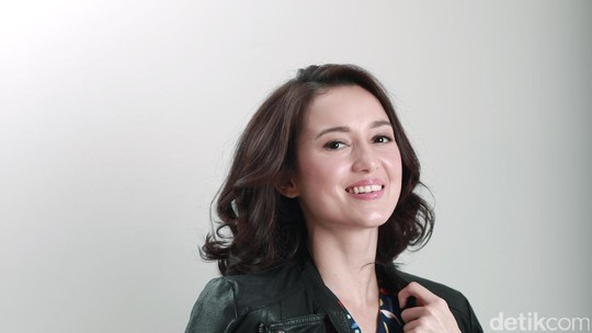 Throwback! Menawan Julie Estelle saat Pemotretan Celeb of The Month