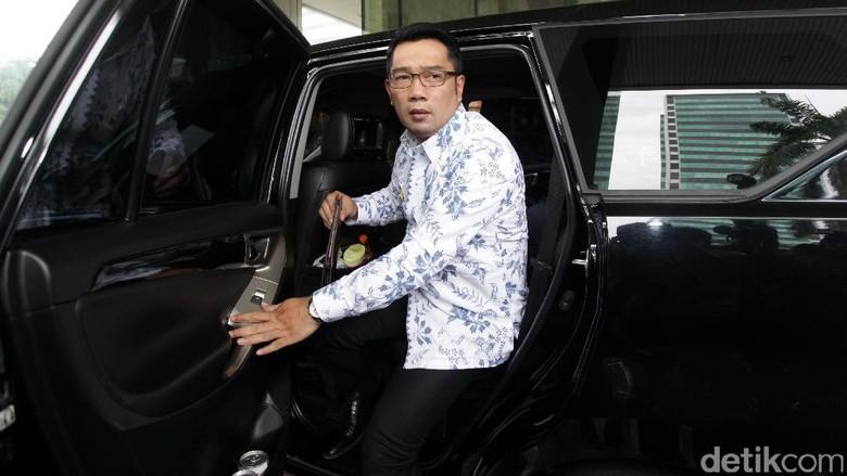 Datangi DPR, Ridwan Kamil Laporan Soal Banjir Bandung ke Akom
