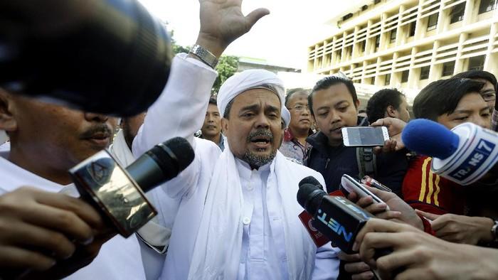 Imam Besar Front Pembela Islam (FPI) Habib Rizieq Shihab mendatangi Mabes Polri. Habib Rizieq mengaku ikut serta dalam gelar perkara kasus Ahok.