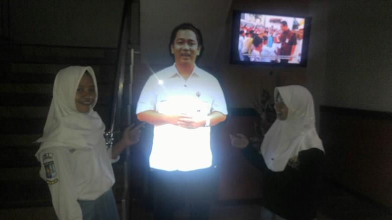 Wali Kota Semarang Berwujud Hologram Ini Bikin Kaget Siswi SMA