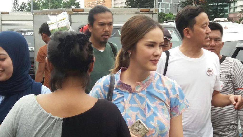 Ikut Ahok Blusukan di Pasar, Cathy Sharon: Mending Naik Bajaj Deh