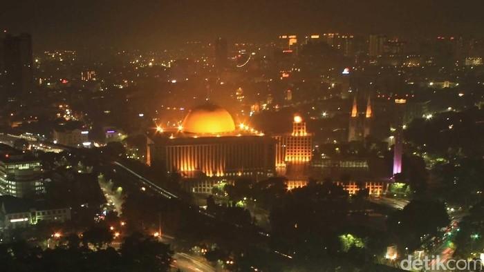 Masjid Istiqlal dan Gereja Katedral yang berseberangan