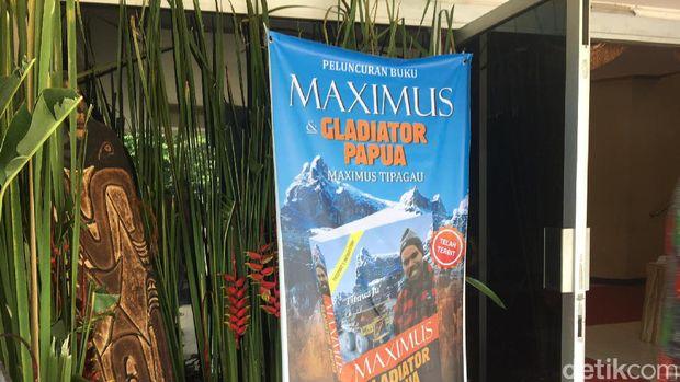 Kenakan Wolem Eri, Kapolri Hadiri Launching Buku 'Maximus dan Gladitor Papua'