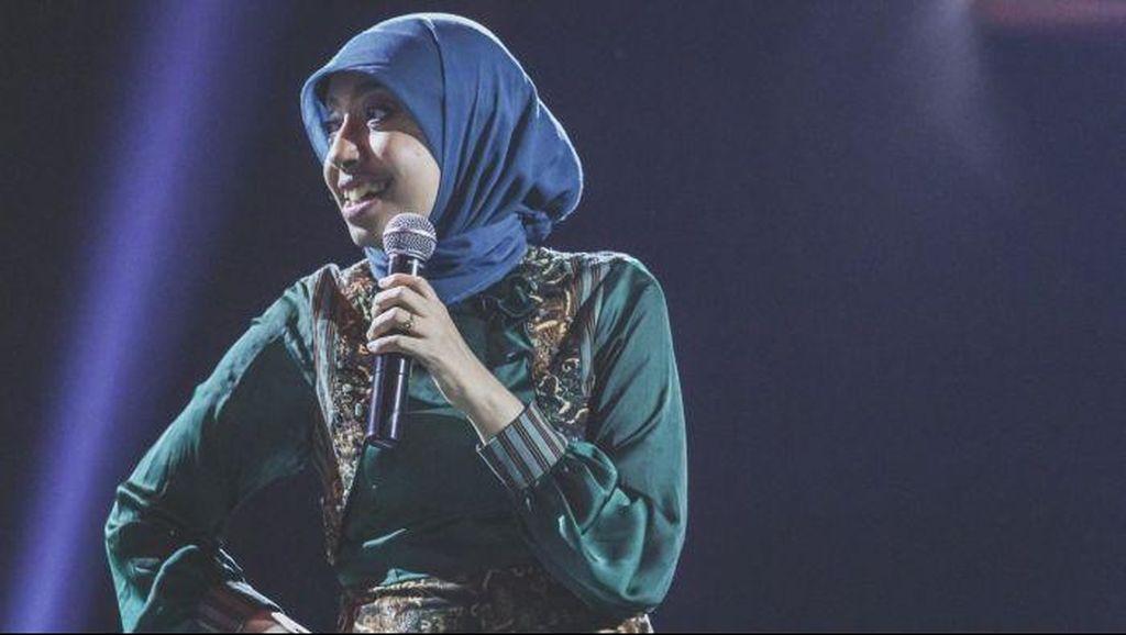 Komedian Muslim Sakdiyah Maruf Tak Ragu Bicara Demokrasi dan Islam