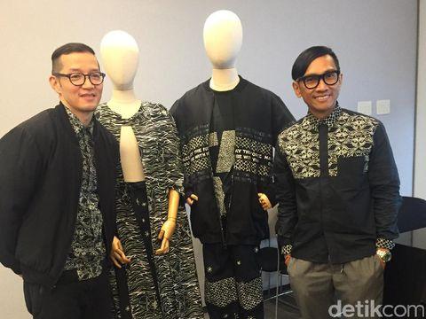 Duo desainer Populo Batik saat memperkenalkan batik 'Star Wars'.