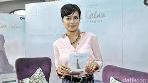 Senyuman Manis Eva Celia