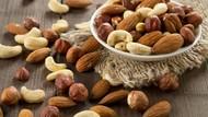 Apa Benar Minum Air Putih Usai Makan Kacang Sebabkan Iritasi Tenggorokan?