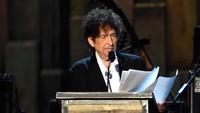 Bob Dylan, Satu-satunya Musisi yang Raih Nobel Sastra dan Kontroversial