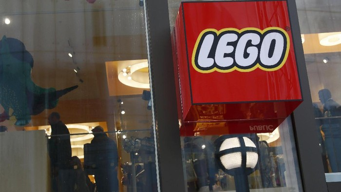 Lego pieces are seen in the worlds biggest Lego store in Leicester Square in London, Britain November 17, 2016. REUTERS/Stefan Wermuth