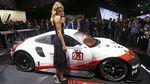 Sharapova Jadi Model Los Angeles Auto Show