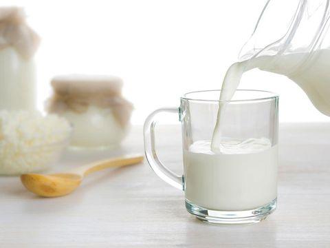 Minum susu untuk mengatasi susah tidur