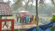 Diiringi Hujan dan Angin Kencang, Jenazah Sutan Bhatoegana Dimakamkan