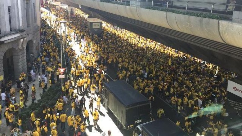 Ribuan Demonstran Kaos Kuning Banjiri Kuala Lumpur, Serukan PM Najib Mundur