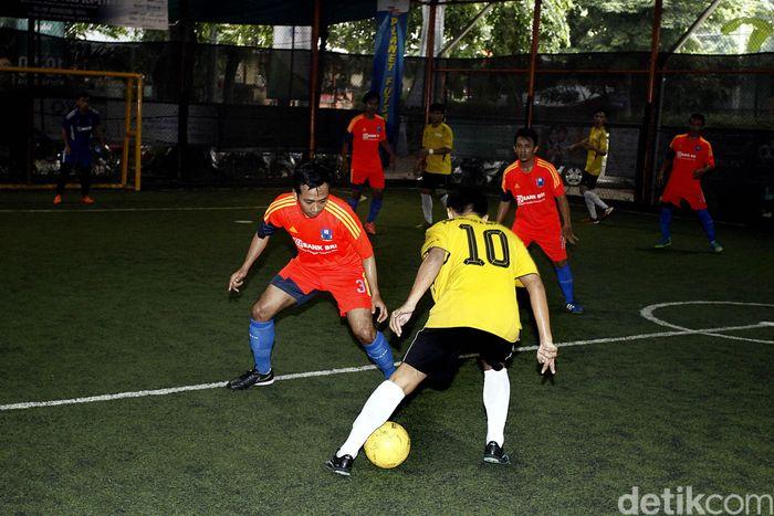 Tim BNI Pusat melibas tim futsal BRI Pusat dengan skor (3-1) di arena Planet Futsal, Kuningan, Jakarta, Minggu (20/11/2016).
