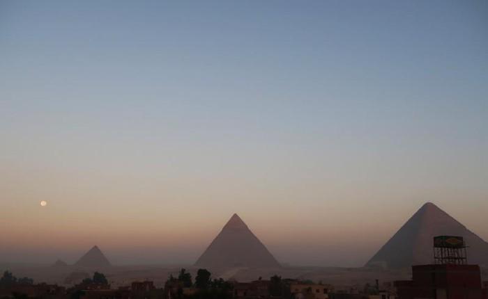 Ilustrasi piramida Giza di Mesir