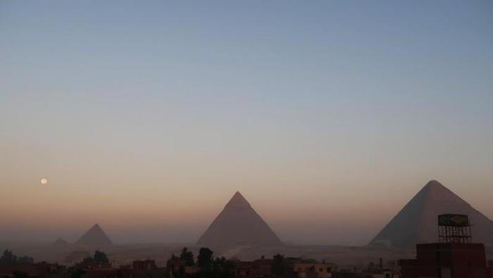 Teori piramida di Giza, Mesir, dibangun oleh alien dan bantahan bahwa manusia bisa membangunnya terus bergulir. Foto: Iskandar Zulkarnain/dTraveler