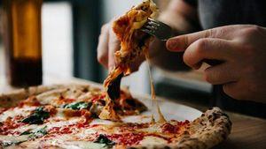Tak Perlu Garpu dan Pisau, Begini Cara Makan Pizza Italia yang Benar