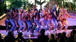 Penampilan Sensual Ariana Grande dan Nicki Minaj di AMA 2016