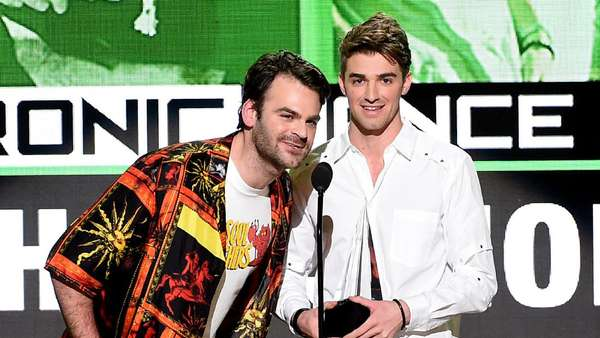 The Chainsmokers yang Mencuri Perhatian Grammy