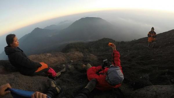 Aktivitas pendakian sendiri sudah ditutup sejak beberapa hari lalu, tepatnya 30 November seiring mulai batuk-batuknya Semeru. Foto: (dian-koernia/dTraveler)