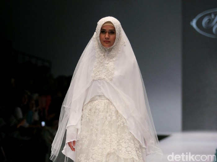 Koleksi busana Cynthia Mahendra di Jakarta Fashion Week 2017. Senayan City. Jakarta.