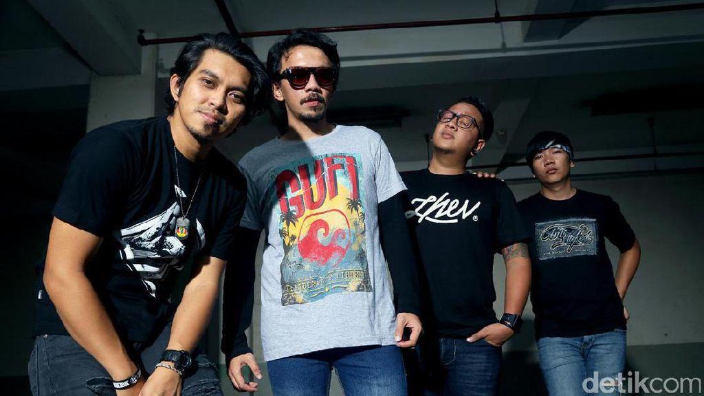 Lowp Perdalam Agama, Rocket Rockers Biarkan Posisi Gitaris Kosong