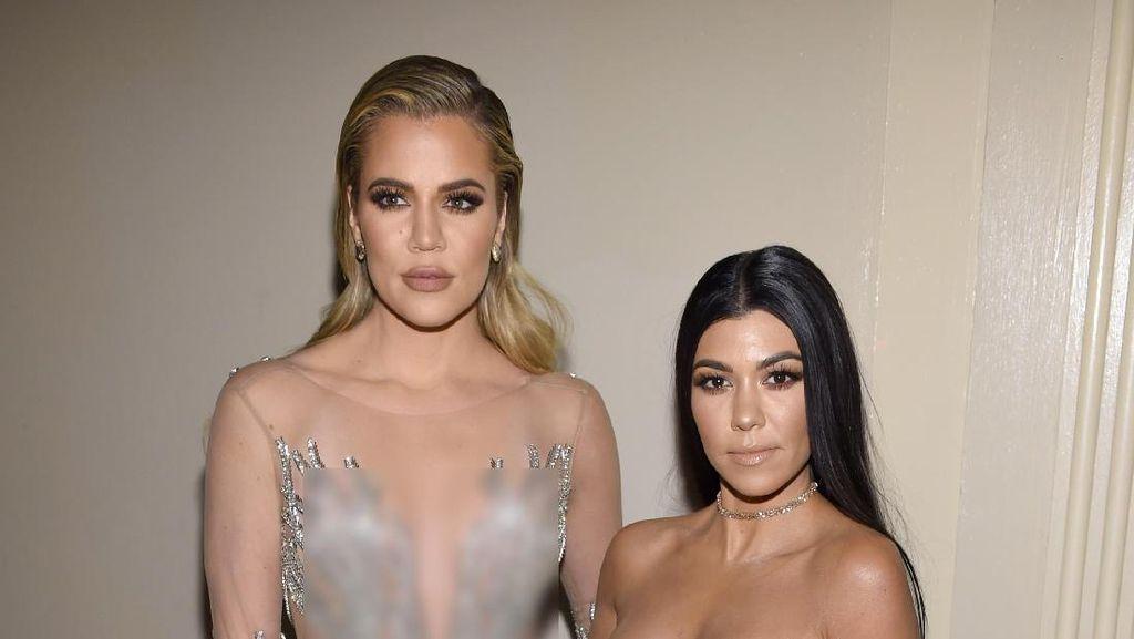 Kourtney Kardashian Pajang Foto Adiknya Tanpa Busana di Rumahnya
