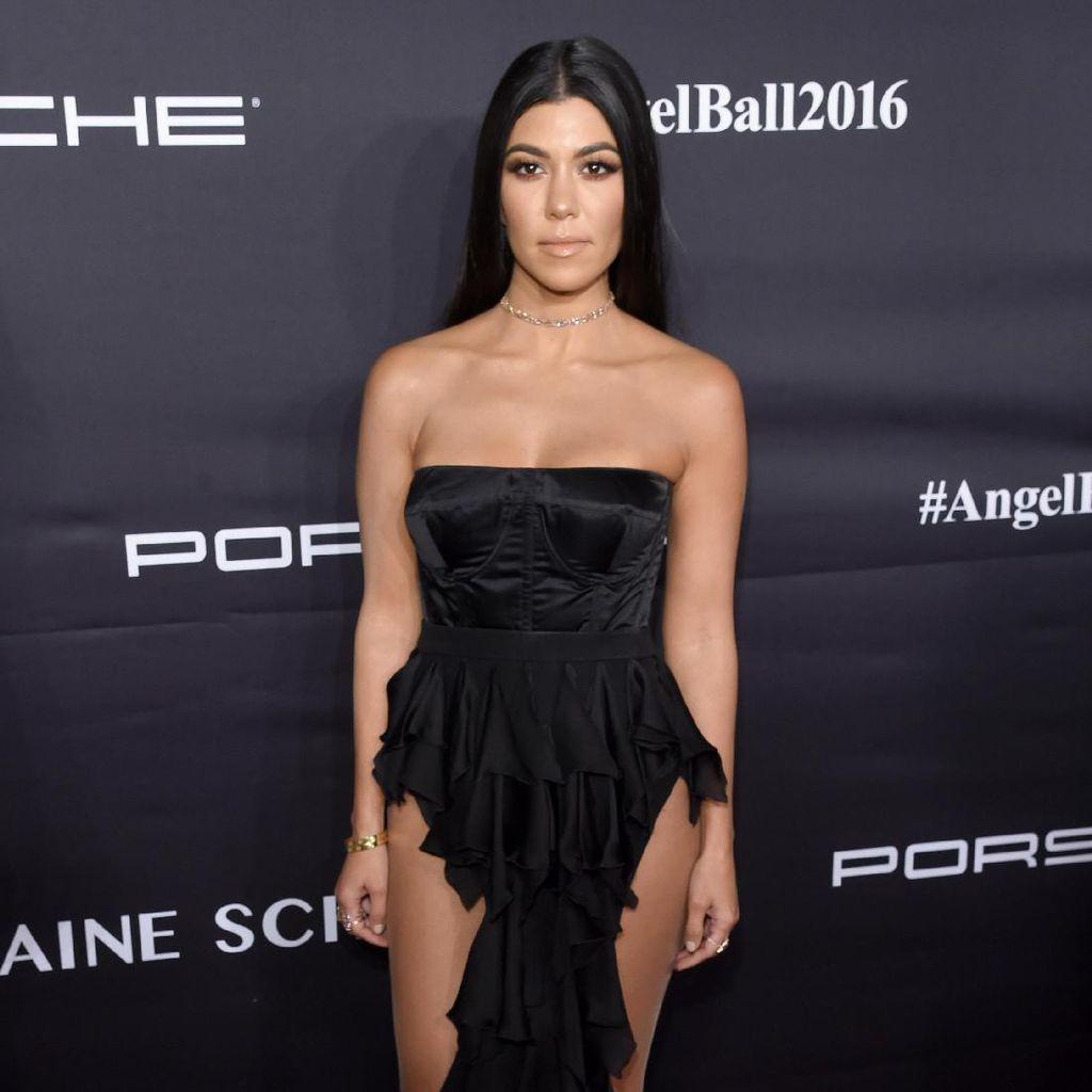 Kourtney Kardashian Frustasi Pasca Dimarahi Pacar Muslimnya