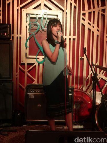 Rizky Febian dan Ify 'Blink' Mendadak Duet di Singapura