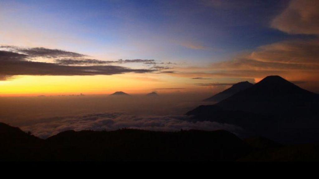 Walau Dieng Sedang Dingin, Itulah Waktu Terbaik Naik Gunung Prau