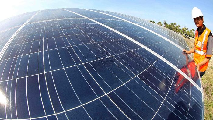 Panel listrik tenaga surya/Foto: Pool/Agus Trimukti.