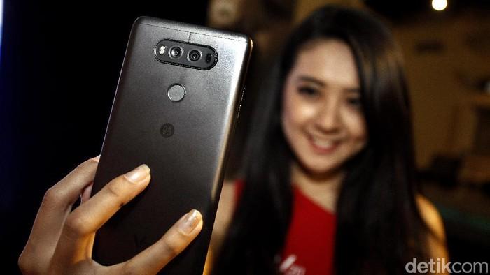 Smartphone LG. Foto: Rengga Sancaya