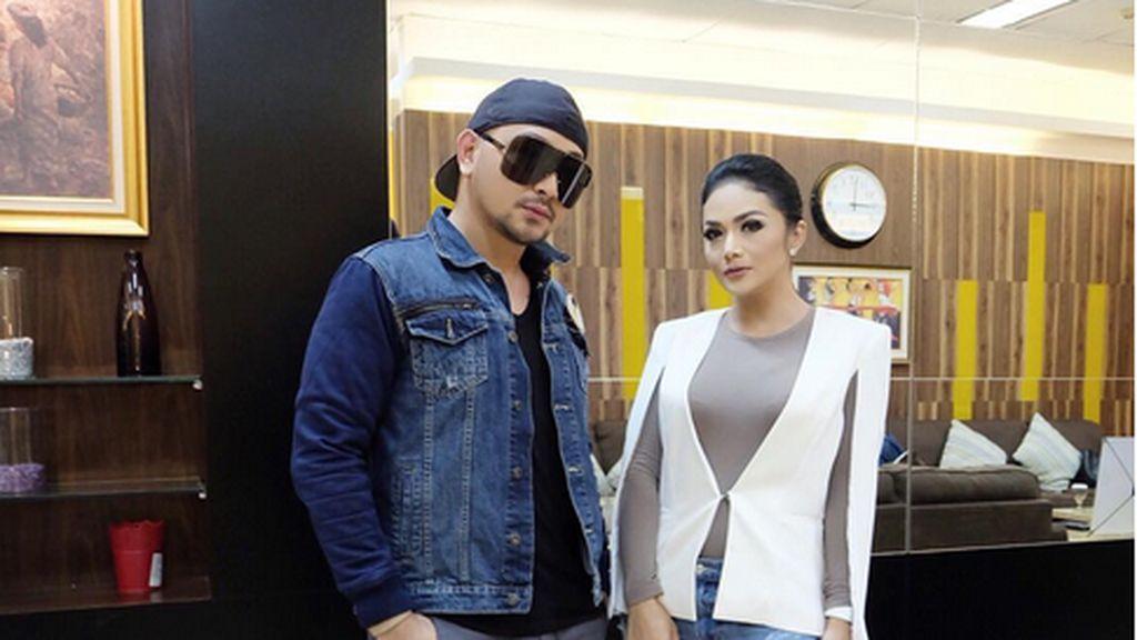 Caren Delano Sebut Trio Artis Ini Anggun, Netizen Emosi Seret-seret Mulan
