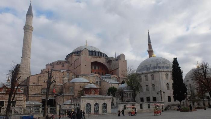 Hagia Sophia, dulunya gereja diubah jadi masjid, kini jadi museum