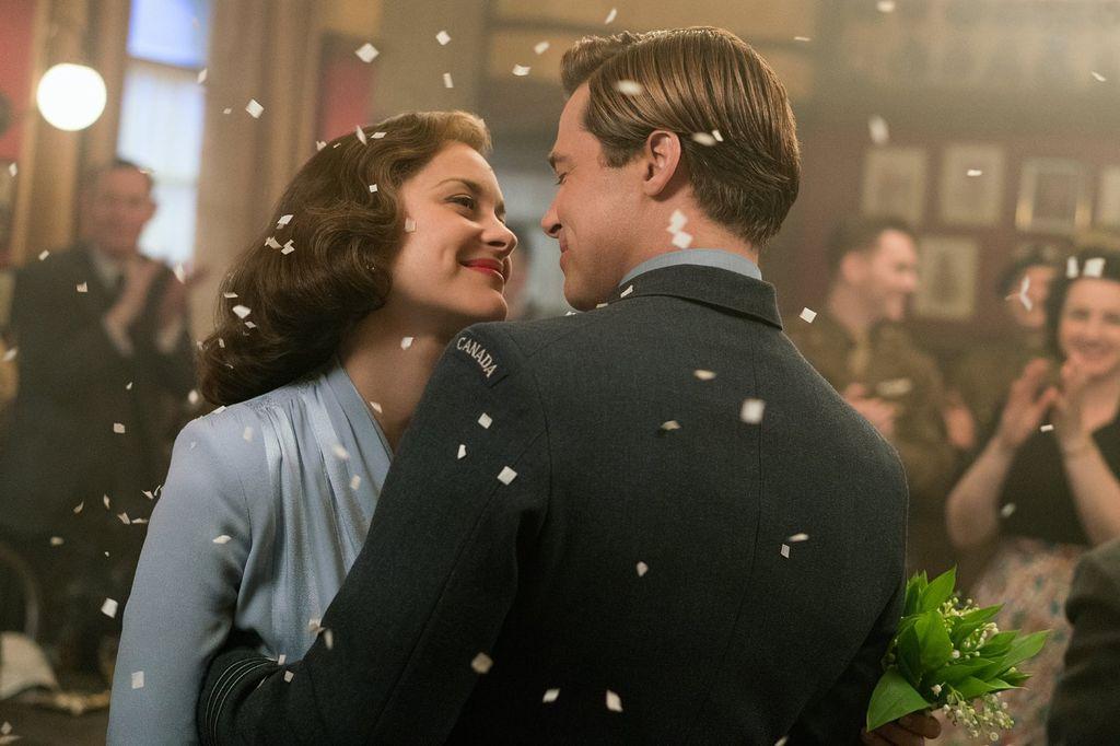 Screenshoot film 'Allied' yang diperankan oleh Brad Pitt dan Marion Cotillard.