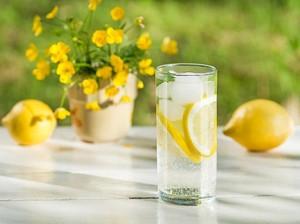 Lakukan Tantangan Seminggu Minum Air Lemon, Kulit Pria Ini Jadi Seperti Ini