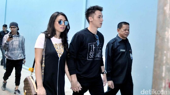 Love is in the Air! Stefan William dan Celine Evangelista Makin Mesra Aja