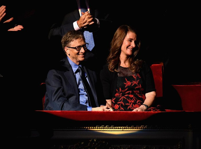 NEW YORK, NY - DECEMBER 01:  Bill Gates (L) and Melinda Gates attends the ONE Campaign and (RED)s concert to mark World AIDS Day, celebrate the incredible progress thats been made in the fights against extreme poverty and HIV/AIDS, and to honor the extraordinary leaders, dedicated activists, and passionate partners who have made that progress possible. At Carnegie Hall on December 1, 2015 in New York City.  (Photo by Dave Kotinsky/Getty Images for The ONE Campaign)