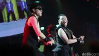 Lalu, lagu Gangnam Style pun menghentak diiringi goyangan seluruh penonton. Pool/Ismail/detikFoto.