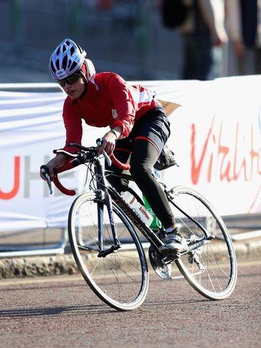 Shirin, 'Ironman' Berhijab Pertama Asal Iran di Pertandingan Triathlon Dunia