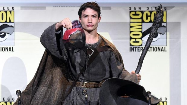 SAN DIEGO, CA - JULY 23:  Actor Ezra Miller attends the Warner Bros. Presentation during Comic-Con International 2016 at San Diego Convention Center on July 23, 2016 in San Diego, California.  (Photo by Kevin Winter/Getty Images)