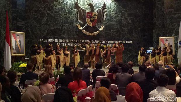Plt Gubernur DKI Jakarta menjamu para peserta Youth Global Forum 2016.
