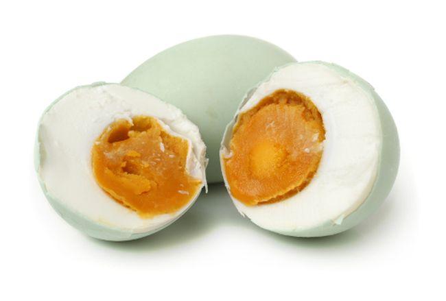 Lebih Baik Mana Telur Rebus Bebek Biasa atau Telur Asin