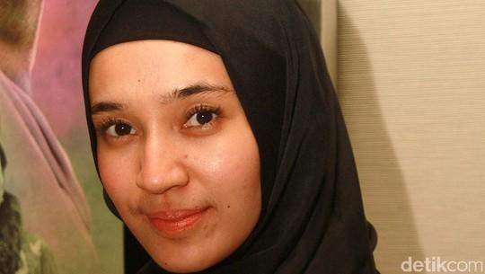 Make Up Natural Dhini Aminarti