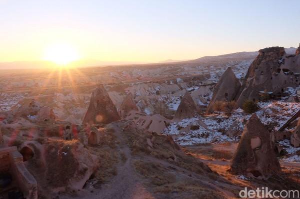 Cappadocia terletak di Provinsi Nevsehir, Turki. Julukannya adalah negeri Cerobong peri. (Rois Jajeli/detikcom)