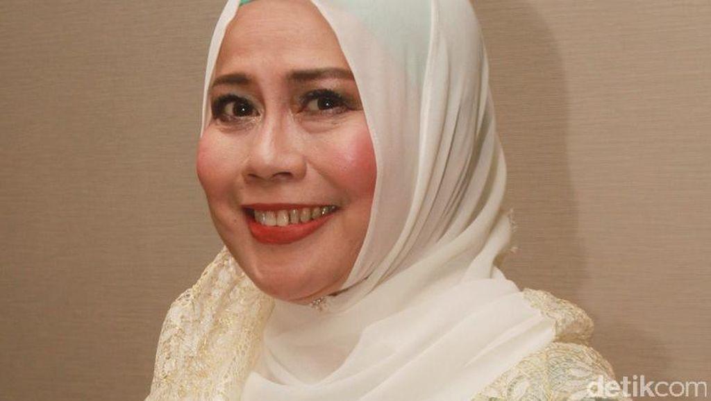 Wisman Terbius Merdunya Suara Dewi Yull di Batam Golden Memories