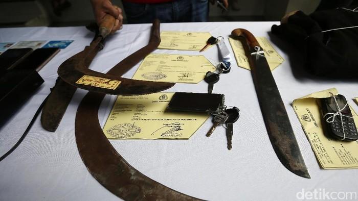 Senjata tajam yang digunakan oleh anggota geng motor sadis (Foto: Lamhot Aritonang)