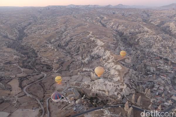 Kalau dari ketinggian, Cappadocia mirip dengan sarang semut atau cerobong peri. (Rois Jajeli/detikcom)