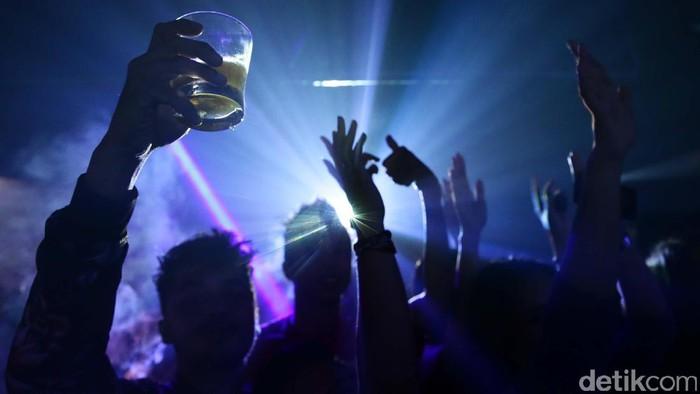 Kota malang punya puluhan destinasi wisata, termasuk wisata dunia malam. Beginilah suasana hiburan malam di salah satu klub di kota Malang.