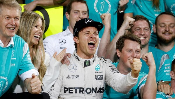 Gembiranya Rosberg (Akhirnya) Rebut Gelar Juara Dunia dari Hamilton